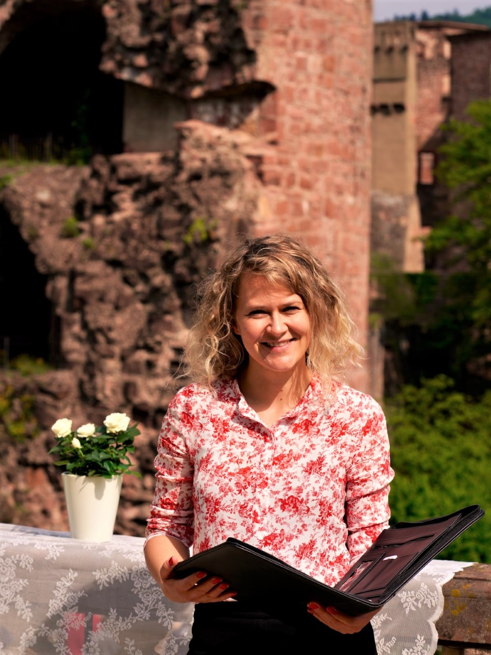 Die freie Hochzeitsrednerin Ingrid Rupp von freiheiraten: https://freiheiraten.de/.