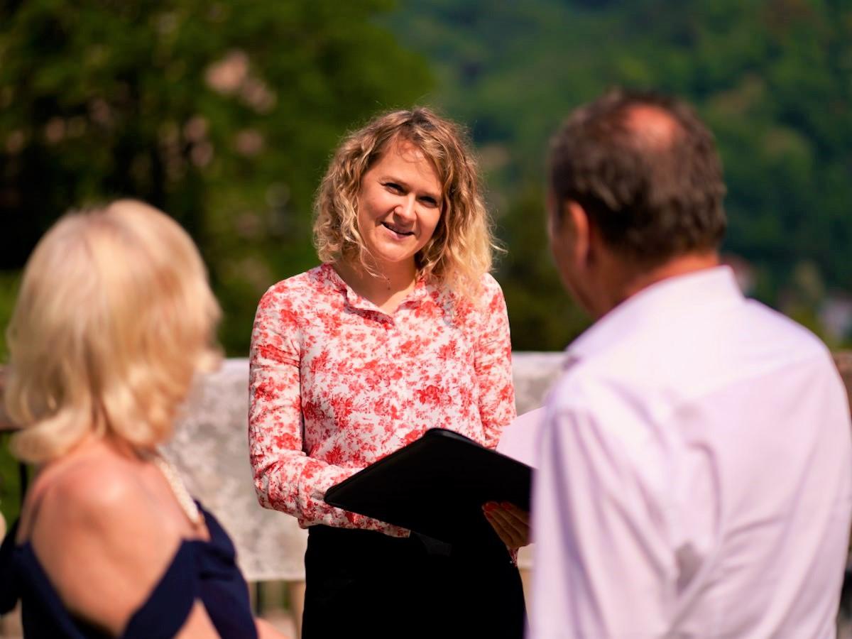Die freie Hochzeitsrednerin Ingrid Rupp von freiheiraten: https://freiheiraten.de/ in Heidelberg